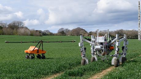 Robot diệt cỏ dại bằng cách điện giật chúng