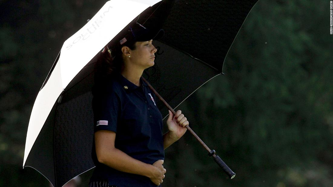 Juggling a pro golf career when you're a Mom