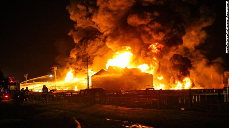 Firefighters battle massive fire at Iranian oil refinery