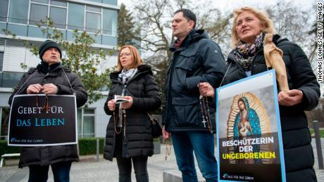 """Sentenced for """"advertising"""" abortion, German doctors fight to publicize the facts"""