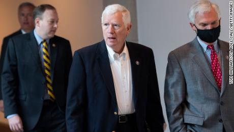 Private investigator describes how he followed Rep. Mo Brooks' wife into her garage to serve a lawsuit tied to the Capitol riot