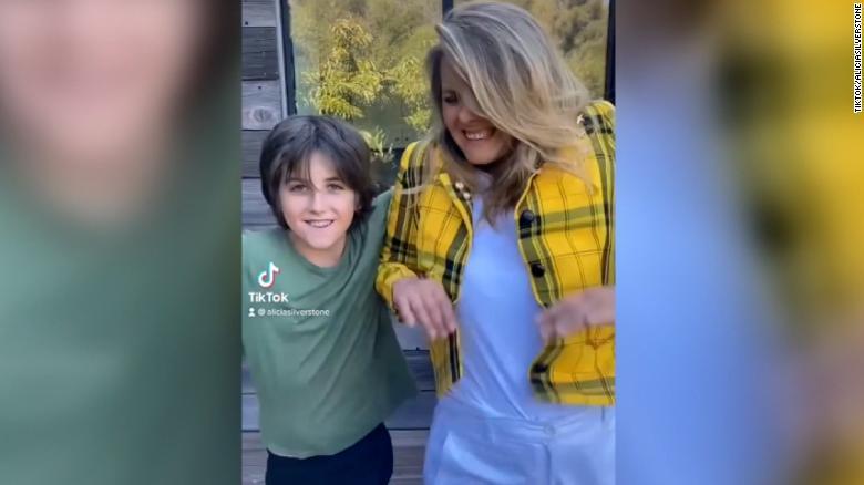 Alicia Silverstone recreates iconic scene with her son
