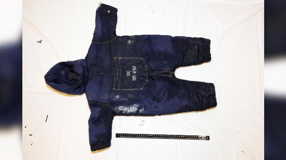 На оприлюдненій поліцією фотографії видно одяг 18-місячної Артін Іраннеджад.