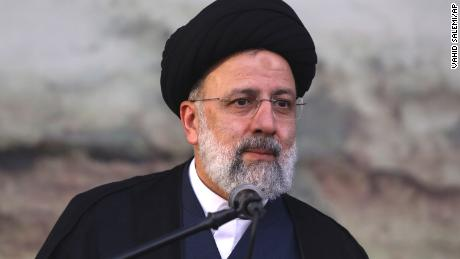 Ο σκληροπυρηνικός προεδρικός υποψήφιος του Ιράν μπορεί να επιστρέψει τη χώρα σε ένα σκοτεινό παρελθόν, ακριβώς όπως οι Ιρανοί λαχταρούν την αλλαγή