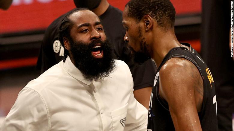 Harden mengucapkan selamat kepada rekan setimnya Kevin Durant di kuarter ketiga Game Dua melawan Milwaukee Bucks