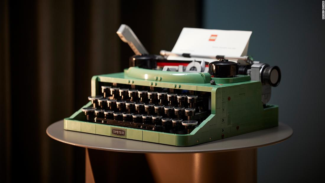 210609105049 02 lego typewriter super tease