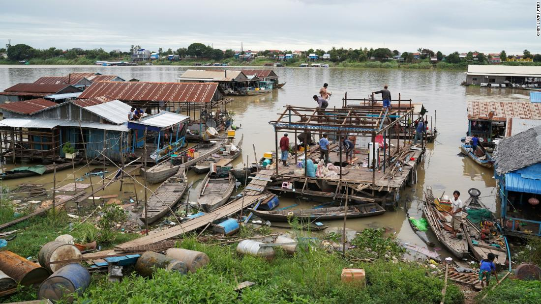 Cambodia evicts floating homes despite villagers' protests