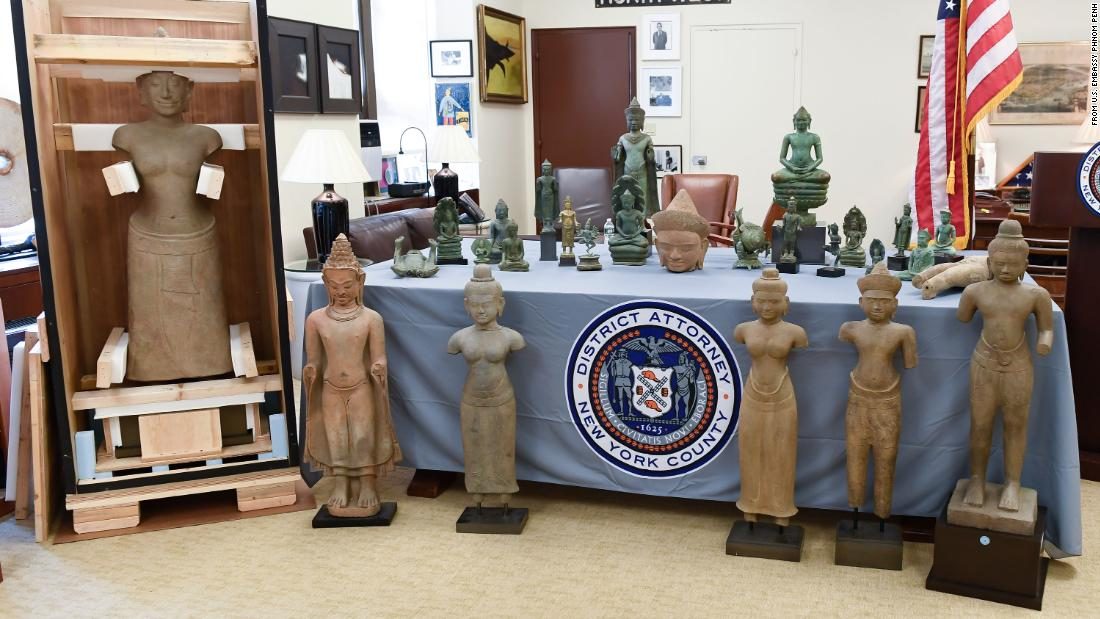 New York investigators hand 27 smuggled art objects back to Cambodia