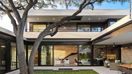 This new build home in Austin was listed by the Thomas Brown Company and sold for $ 560,000 above the list price.
