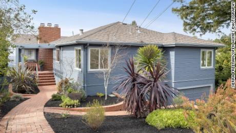 Listed at $ 1.15 million, this Berkeley, Calif. House sold in two weeks for $ 2.3 million in cash, double the asking price.