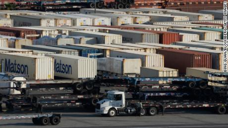 I rivenditori chiedono a Biden di risolvere la congestione portuale che ha capovolto le catene di approvvigionamento