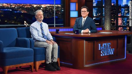 Jon Stewart était un invité lundi. Photo : Scott Kowalchyk/CBS © 2021 CBS Broadcasting Inc. Tous droits réservés.