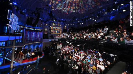 Stephen Colbert devant un public. Photo : Scott Kowalchyk/CBS © 2021 CBS Broadcasting Inc. Tous droits réservés.