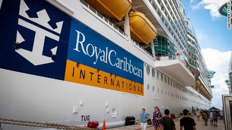 Royal Caribbean rinvia la partenza della nave inaugurale dopo che 8 membri dell'equipaggio sono risultati positivi al Covid-19 Covid