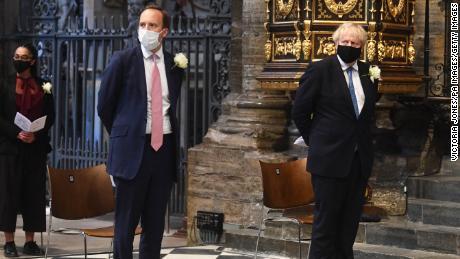"""Boris Johnson descreveu seu secretário de saúde como """"sem esperança""""  depois do ex-assistente"""