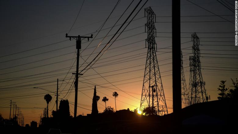 Californians asked to cut back power usage during extreme heat conditions