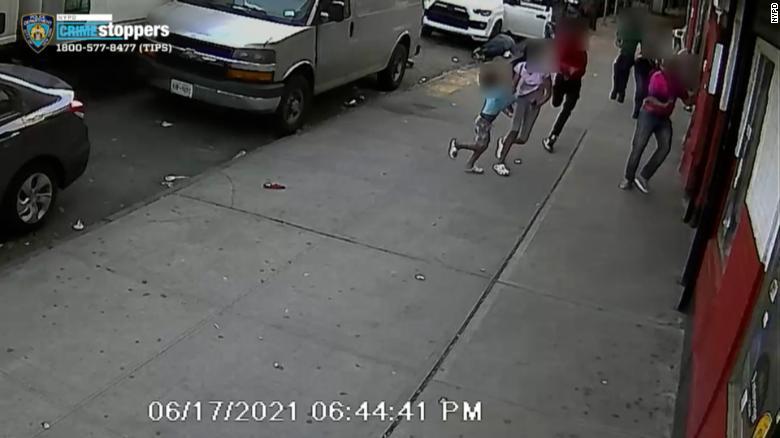 Gunman shoots man next to 2 children in broad daylight in the Bronx