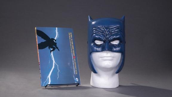 'Batman: The Dark Knight Returns' Book & Mask Set by Frank Miller & Lynn Varney