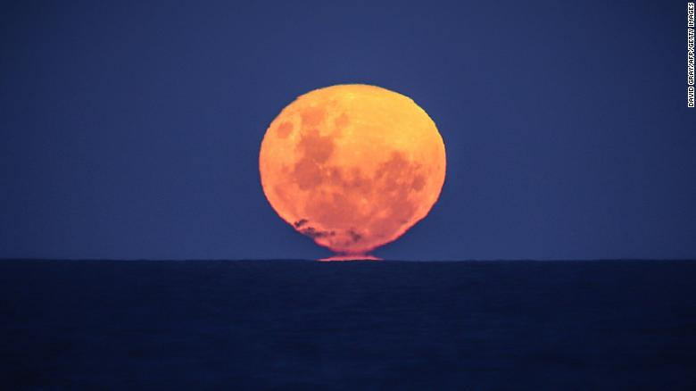 See the 'strawberry' moon, the last supermoon of 2021