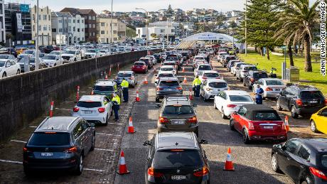 Long lines at Sydney's Bondi Beach Drive-through Covid-19 Clinic Wednesday.