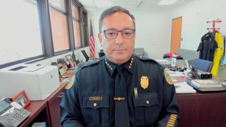 Tương lai của ngôi sao nhạc rock Miami, cảnh sát trưởng Art Acevedo, tương lai rất xa vời sau 6 tháng làm việc