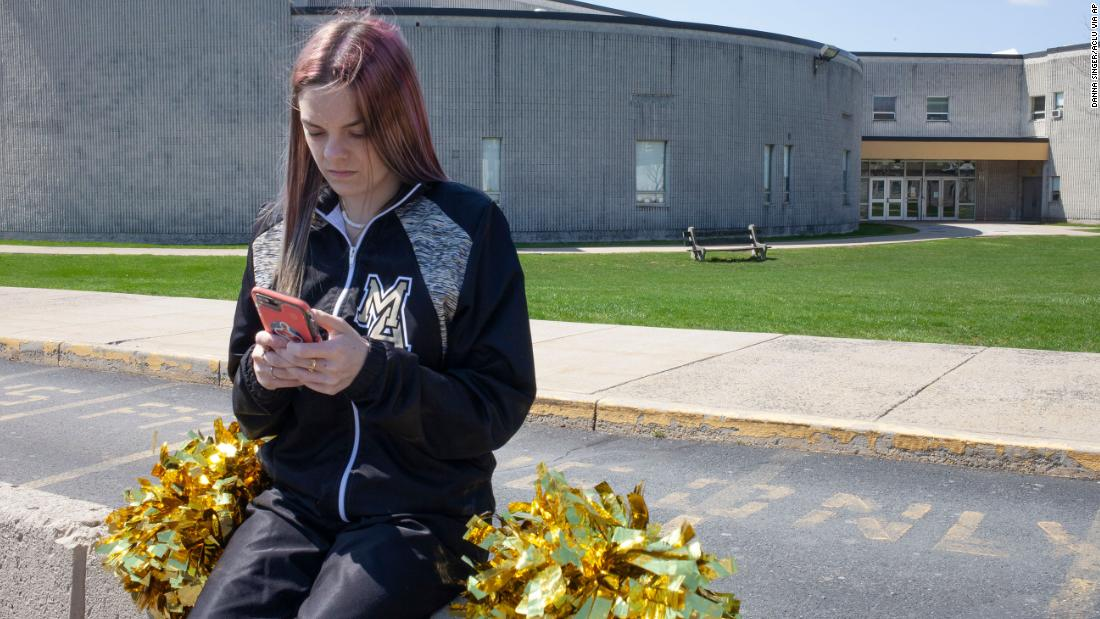 Supreme Court sides with high school cheerleader who cursed online