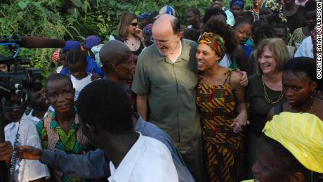 Culberson arrive à Bumpe, en Sierra Leone.