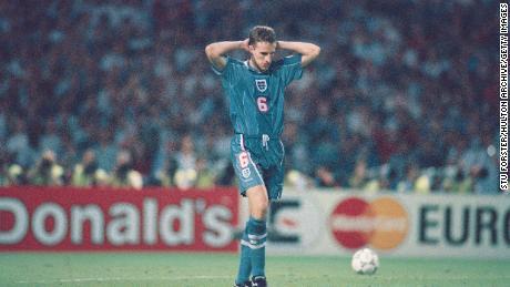 Gareth Southgate respondió después de que falló un tiro penal durante la tanda de penaltis de 1996.