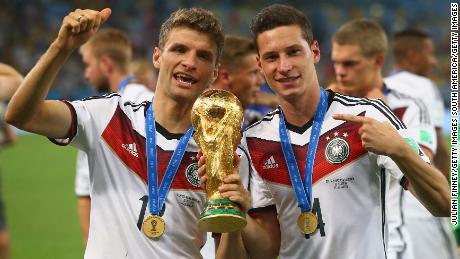 Alemania ha tenido más éxito que Inglaterra en los últimos años, ganando la Copa del Mundo de 2014.