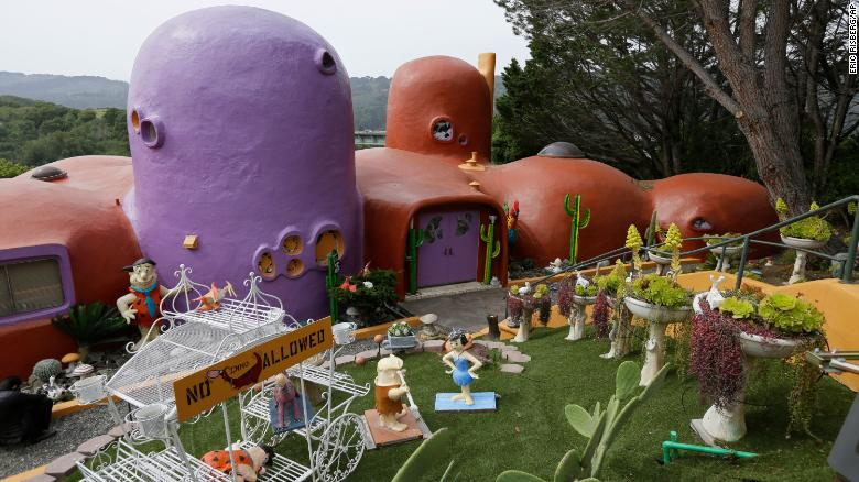 California's 'Flintstone House' can keep its cartoon statues thanks to a settlement