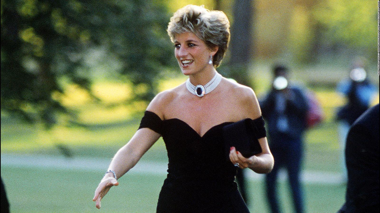 Kristen Stewart Channels Princess Diana S Turmoil In Spencer Poster Cnn Style
