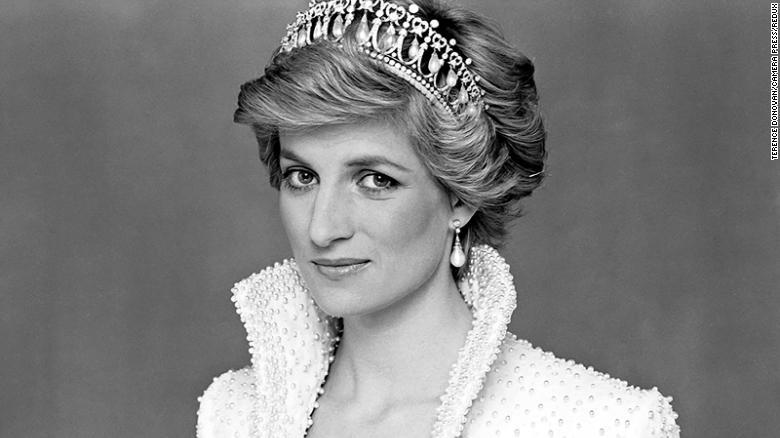 5 times Diana broke royal protocol
