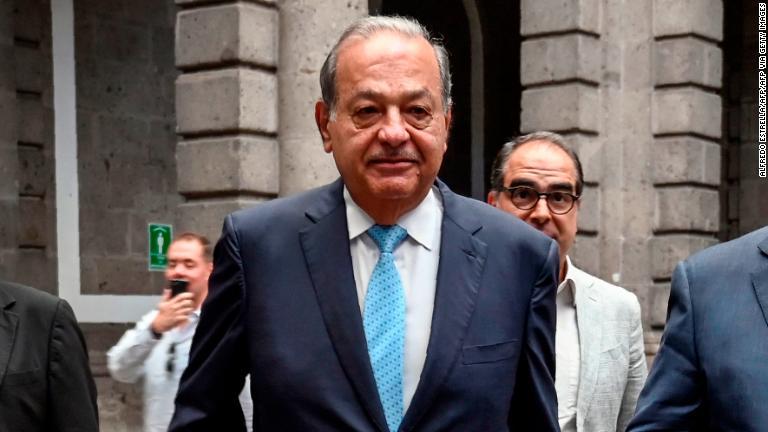 Carlos Slim reconstruirá el paso elevado del metro de la Ciudad de México que se desplomó en mayo, informó el presidente de México