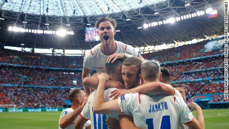 Патрік Шех зазнав нападу товаришів по команді після того, як забив гол у ворота Нідерландів.