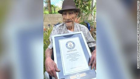 Een 112-jarige man in Puerto Rico heeft Guinness World Records gevestigd als de oudste levende man.