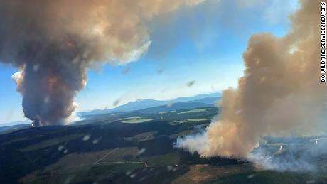 Panas yang belum pernah terjadi sebelumnya dan ratusan orang mati dan menghancurkan sebuah kota.  Perubahan iklim membunuh belahan bumi utara