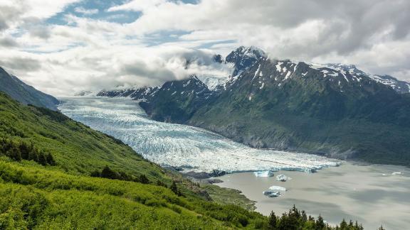 Uma visão legal: Glaciar Spencer na Floresta Nacional de Chugach.