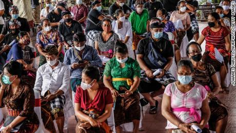 Por que os surtos de Covid-19 em países que usam vacinas chinesas não significam necessariamente que as vacinas falharam