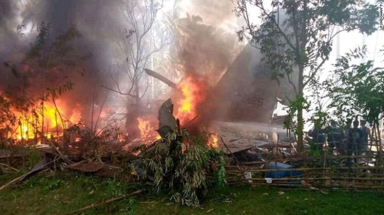 Military plane transporting troops crashes in Philippines