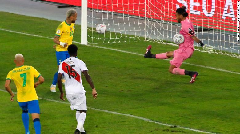 Pedro Gallese melakukan penyelamatan kunci sepanjang pertandingan, meski timnya kalah