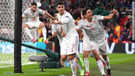 Álvaro Morata tras un empate tardío para España.