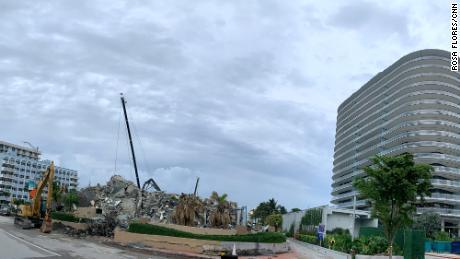 В куче бетона и скрученной стали остался отпечаток потерянных жизней, воспоминаний и прерванных надежд.