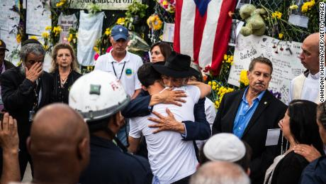 Surfside community gathers for memorial as search efforts shift from rescue to recovery