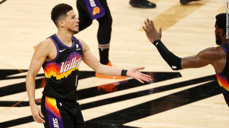 Suns overcome Giannis Antetokounmpo's 42, grab 2-0 Finals lead
