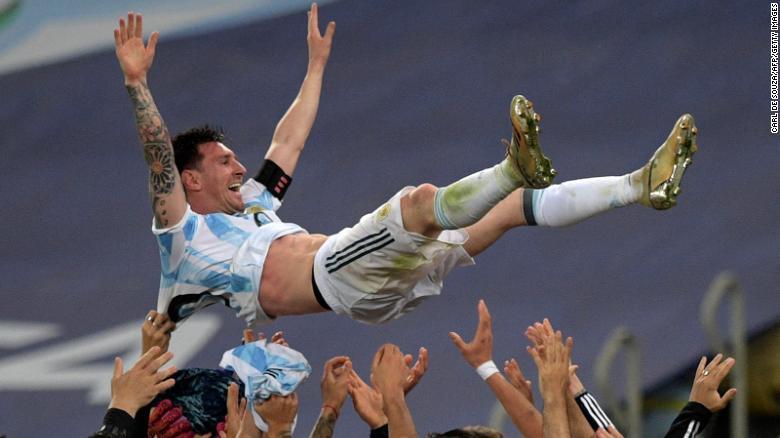 Kemenangan Argentina merupakan kemenangan khusus bagi striker Barcelona Messi, yang meraih gelar pertamanya dengan seragam biruputih setelah lebih dari satu dekade meraih penghargaan klub dan individu