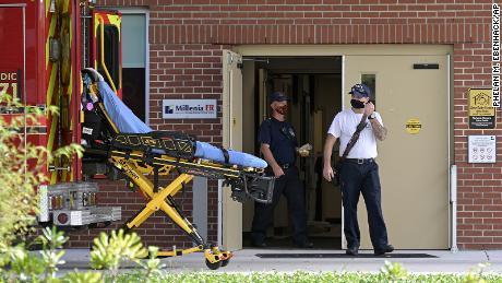 """& # 39;  """"Vedem oameni trecând mai repede decât înainte"""": Cum arată spitalele din punctele fierbinți Covid din SUA البقع"""