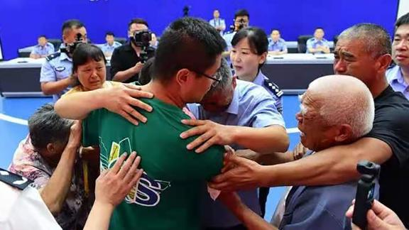 Guo Xinzhen (center) embraces his family at a reunion in Liaocheng, China, on July 11.