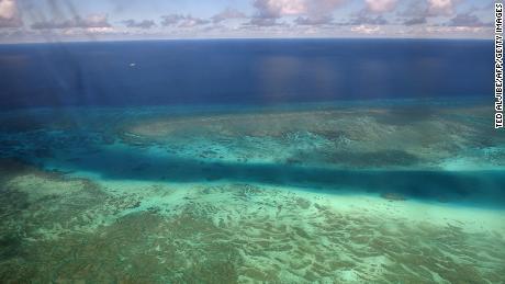 Een rif nabij Thitu Island in de betwiste Spratly-eilanden op 21 april 2017.