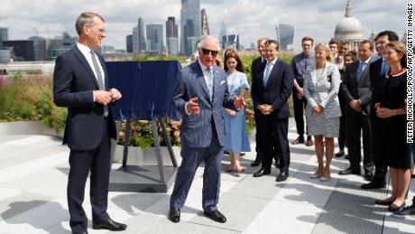 Чарльз во время визита в Goldman Sachs