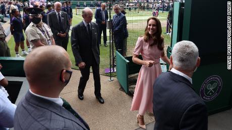 Кейт покидает центральный корт Уимблдона во время финала уик-энда.